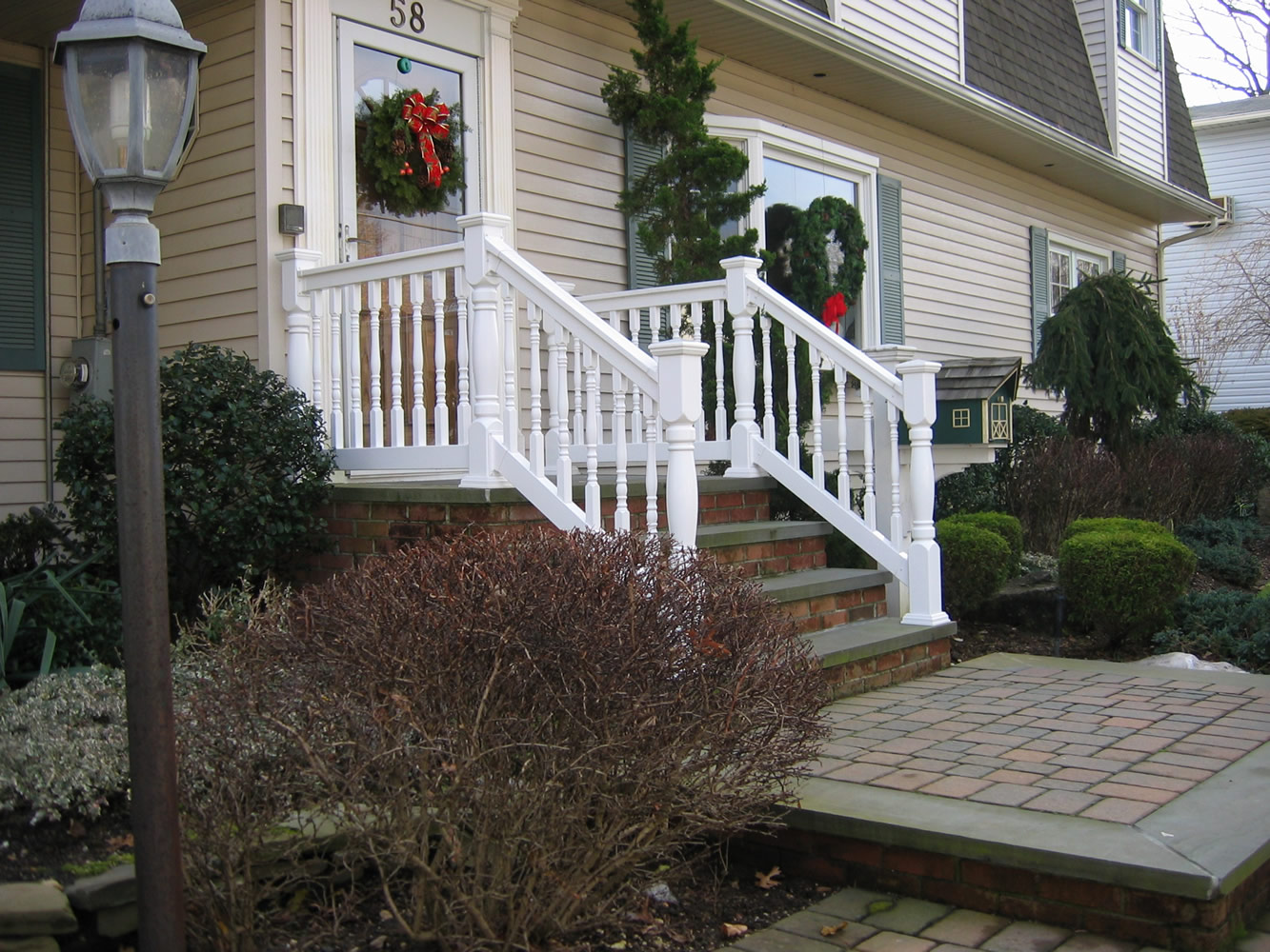 Reno Style PVC Railing with T-rail Tops and Heritage Colonial Posts