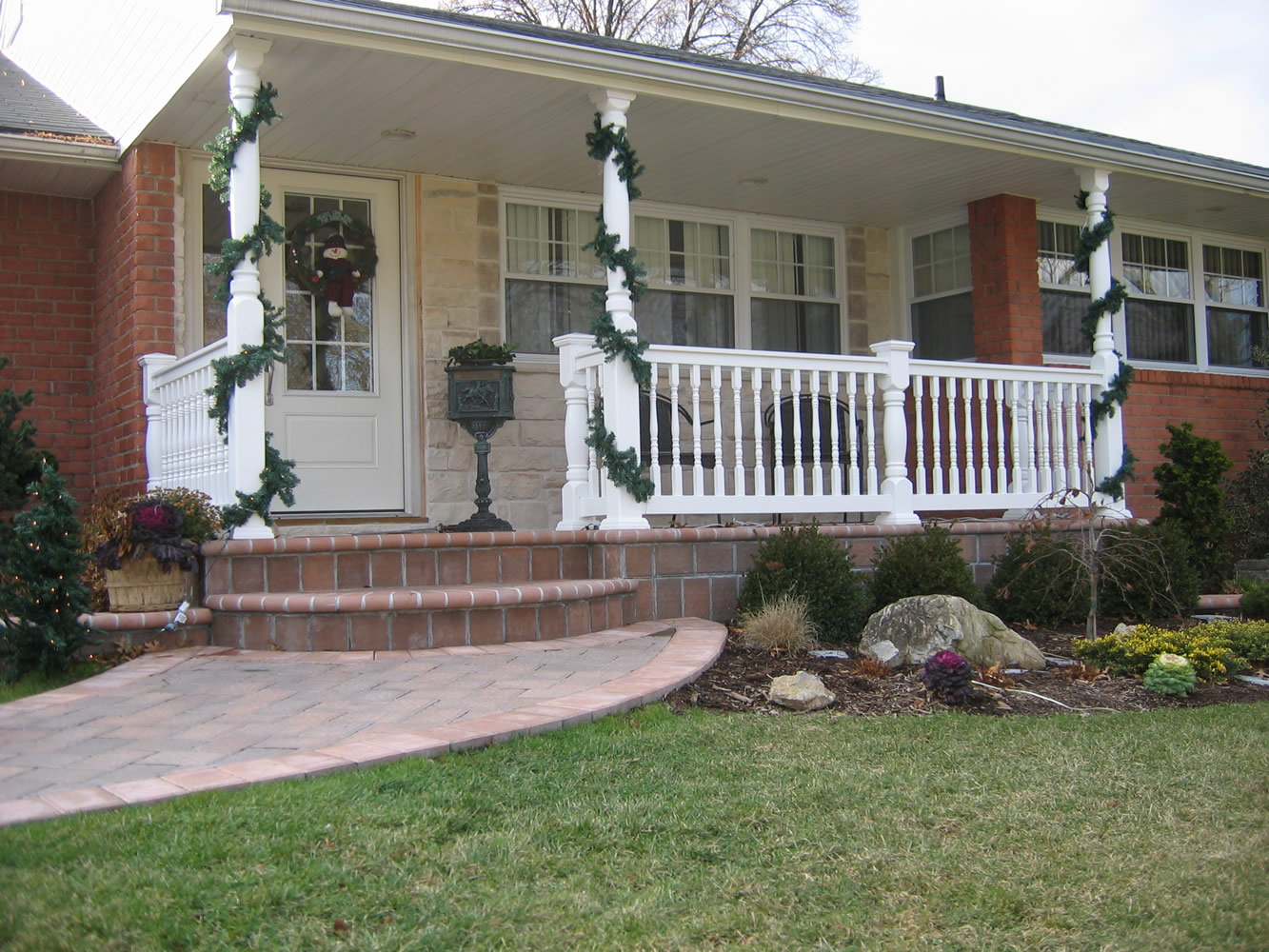 Reno Style PVC Railing with T-rail Tops and Heritage Colonial Railing Posts