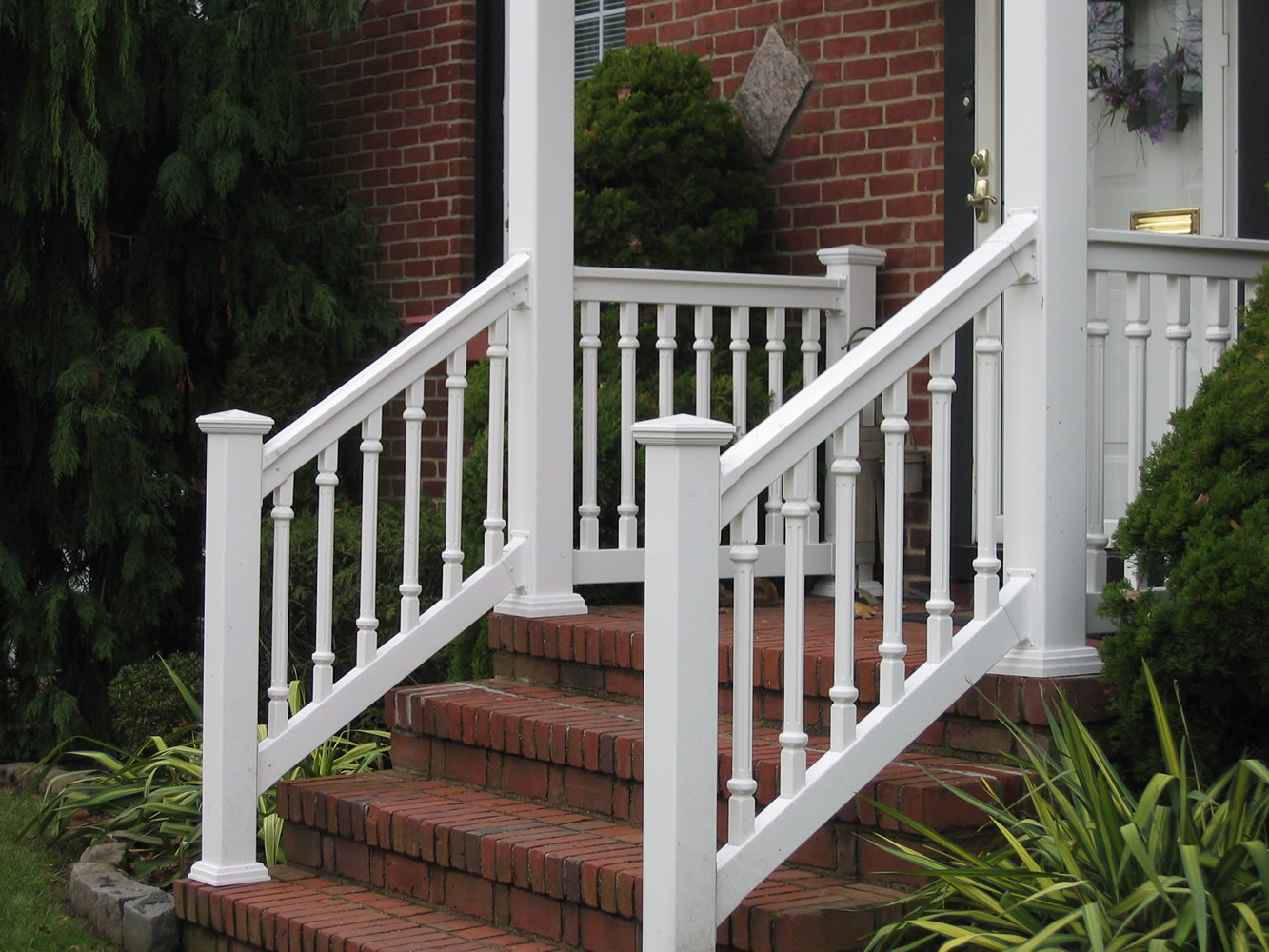 PVC Railing with T-rail Tops, Fluted Spindles and Porch Post