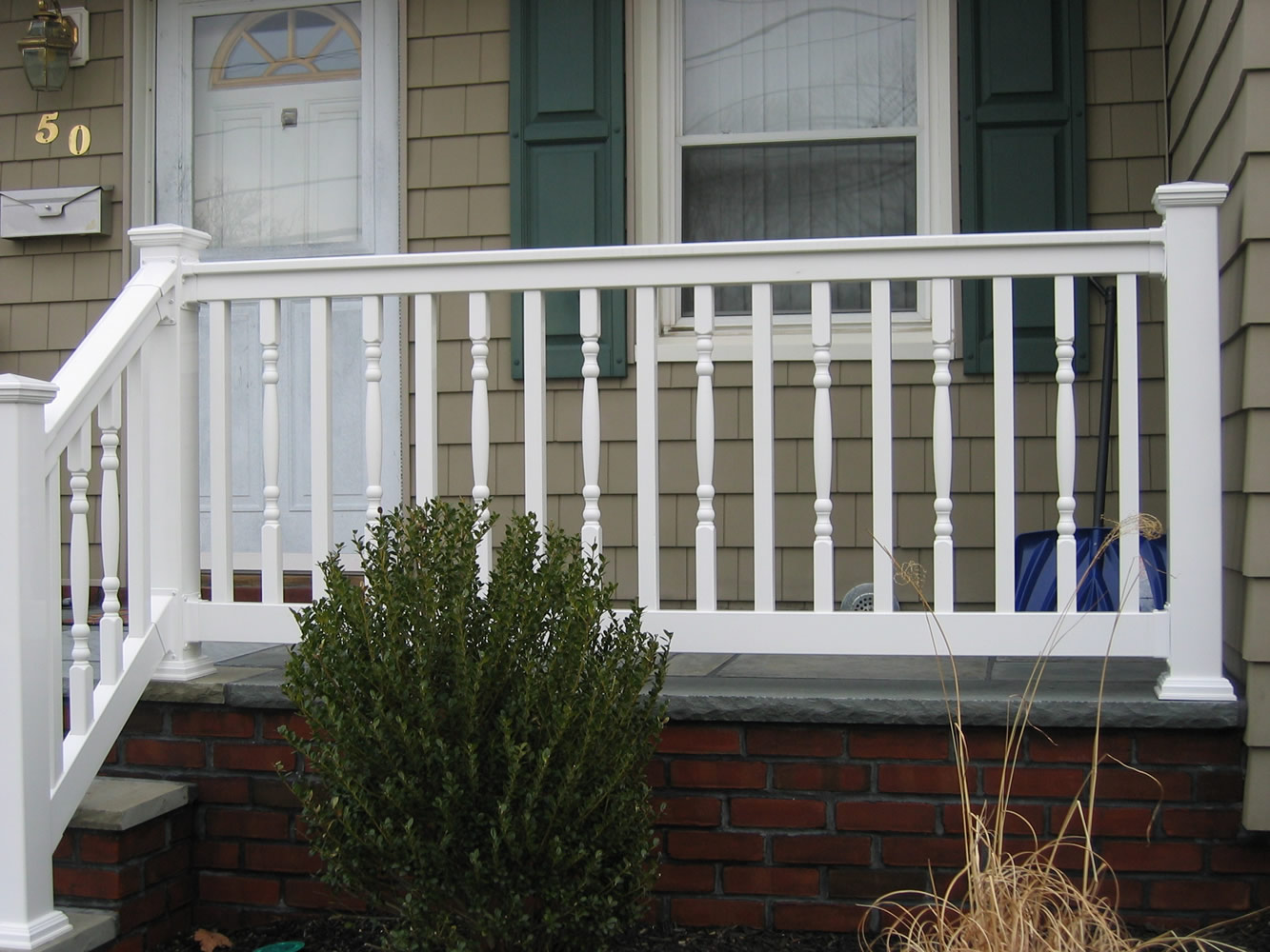 PVC Railing with T-rail Tops and Alternating Square and Colonial Spindles