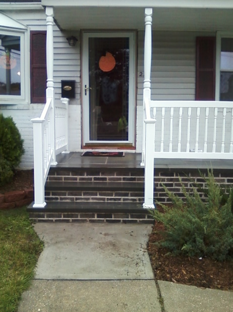 Reno Style Colonial Picket with 2 Porch Posts